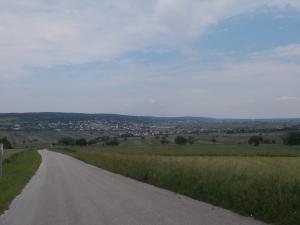 Hinunter nach Großhöflein, dahinter liegt Eisenstadt.