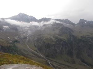 Von der Kasseler Hütte ins Löfflerkar. Rechts die Lapenscharte, der Übergang zur Greizer Hütte.