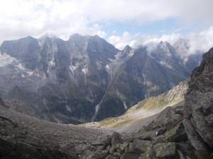 Ausblick in den Weiterweg und zur Nördl. Mörchnerscharte (nicht genau einsehbar, rechts des kleinen Gupfs rechts der Mitte).