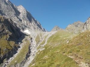 Weiter in Richtung Übergang in der Nördl. Mörchnerscharte. Die liegt rechts des Mörchenschartenkopfs in der Mitte.