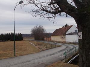 Erst noch asphaltig aus Poppendorf hinaus bis zur Lafnitz.